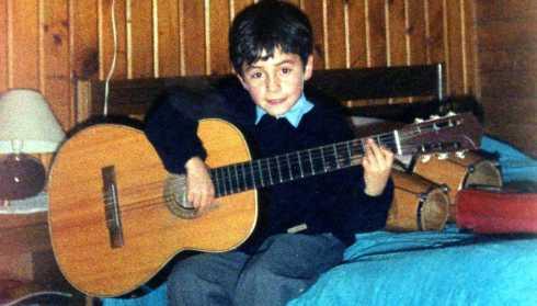 6 Años, con mi primera guitarra - Puerto Aysén, Chile.