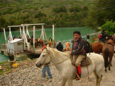 Comenzando la Cabalgata PATAGONIA SIN REPRESAS - Balsa Baker - Patagonia Chilena.